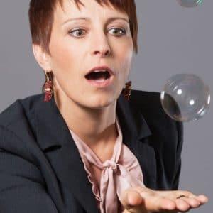 Alexandra Bilko-Pflaugner mit Seifenblasen