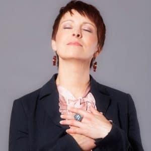 Alexandra Bilko-Pflaugner – Hand aufs Herz